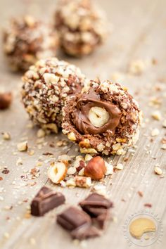 Rocher with milk chocolate / praline, flowing heart of Nutella and whole hazelnut . - Rocher with milk chocolate / praline, flowing heart of Nutella and whole hazelnut: like a Ferrero r - Dessert Au Nutella, Mini Desserts, Dessert Recipes, Food Porn, Kolaci I Torte, Food Tags, Chocolates, Sweet Recipes, Holiday Recipes