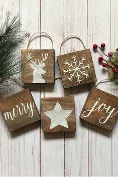 Rustic Christmas decoration pieces will add a special vibe to your holiday! Rustic Christmas decoration pieces will add a special vibe to your holiday! Rustic Christmas Ornaments, Christmas Wood Crafts, Decoration Christmas, Christmas Signs, Christmas Projects, Holiday Crafts, Family Christmas, Ornaments Ideas, Christmas Trees