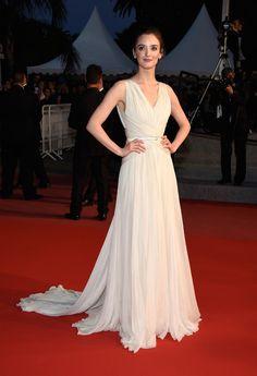 Charlotte Le Bon en robe Elie Saab haute couture et bijoux Boucheron lors du sixième jour du Festival de Cannes http://www.vogue.fr/mariage/inspirations/diaporama/les-robes-blanches-du-festival-de-cannes-2015/20668/carrousel#charlotte-le-bon-en-robe-elie-saab-haute-couture-et-bijoux-boucheron-lors-du-sixime-jour-du-festival-de-cannes