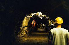 Outokummun vanhan kaivoksen alueella toimii kaivosmuseo ja kunnostetussa museotunnelissa pääsee tutustumaan kaivoshistoriaan sekä kaivosmiehen arkeen.