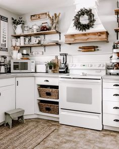 Farmhouse kitchen inspiration love woods and the white shiplap Farmhouse Kitchen Inspiration, Farmhouse Kitchen Decor, Home Decor Kitchen, Country Kitchen, Home Kitchens, Kitchen Ideas, Kitchen Dinning, Kitchen On A Budget, Kitchen Redo