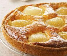 Voici la recette d'un dessert très gourmand : la tarte aux poires à la frangipane. De quoi passer un bon moment en fin de repas.