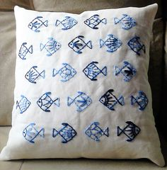 54 Ideas For Embroidery Pillow Diy Ideas Cushion Embroidery, Sashiko Embroidery, Embroidered Cushions, Hand Embroidery Designs, Embroidery Art, Cross Stitch Embroidery, Embroidery Patterns, Patchwork Cushion, Cushion Cover Designs