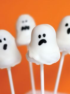 OMG these Ghost Cake Pops are too cute! Recipes from The Nest - Ghost Cake Pops