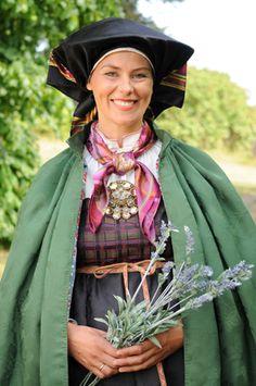 Magasin for Bunad og Folkedrakt Folk Costume, Costumes, Going Out Of Business, Norway, Beautiful People, Folklore, Scandinavian, Boards, Vest