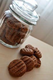 Chystala jsem se na ně už několik měsíců. A jsou vážně vynikající! Doporučuji uchovávat je uzavřené v plastové dóze. (nedrobí se pa... Baby Food Recipes, Sweet Recipes, Cookie Recipes, Cooking Cookies, Sweet Cooking, Czech Recipes, Healthy Cookies, Biscuit Recipe, Sweet Desserts