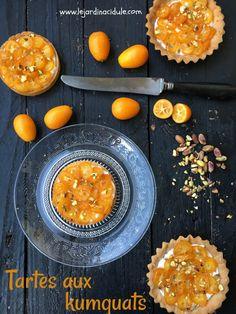Ces mini tartes aux kumquats est une façon vraiment délicieuse de déguster les kumquats qui se marient très bien au yogourt au miel. Tartes aux kumquats est un article de LE JARDIN ACIDULÉ.pour faire le plein de recettes, idées voyages, DIY