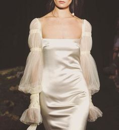 Discover recipes, home ideas, style inspiration and other ideas to try. Style Couture, Couture Fashion, Runway Fashion, Fashion Outfits, Womens Fashion, Fashion Tips, Pretty Dresses, Beautiful Dresses, Bridal Outfits