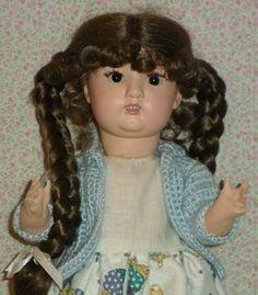 Antigua  Muñeca  andadora de los años 40 con cuerpo de cartón piedra y cabeza de pasta. Antigua treadmill 40s doll with body and head papier mache paste
