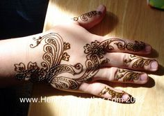 105-love-mehndi-on-asia-henna-hand-flower-gulf-arabic