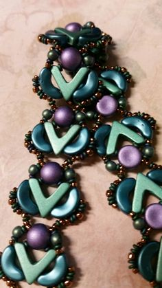 Emerald AVA, arcos, cabochon, demi bracelet