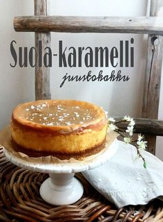 Paperivuoka: Suola-karamelli juustokakku Sweet Desserts, Sweet Recipes, Delicious Desserts, Yummy Food, Salted Caramel Cheesecake, Chocolate Sweets, Sweet Bakery, Just Eat It, Sweet Pastries