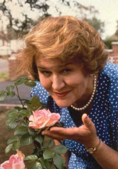"""It's pronounced bouquet! In the British comedy ""Keeping Up Appearances"" Hyacinth is the ocd housewife… British Sitcoms, British Comedy, British Actresses, Actors & Actresses, British Actors, Tv Actors, Old Tv Shows, Movies And Tv Shows, Keeping Up Appearances"