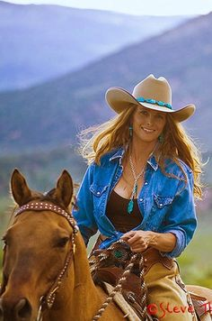 These are the finest cowboy hats in the West! A blend of natural beaver felt and wild European hare, that will wear well for years. The Cattleman is our best selling horse show hat and a classic cowboy shape. Sexy Cowgirl, Moda Cowgirl, Cowgirl Mode, Estilo Cowgirl, Cowgirl And Horse, Cowgirl Chic, Cowgirl Style, Mode Country, Hot Country Girls