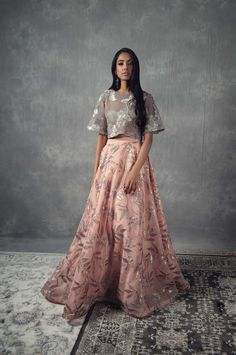 Mani Jassal's collections always consist of statement pieces that can be paired together to create unique looks reflective of each individual's style. Pakistani Dresses, Indian Dresses, Indian Outfits, Salwar Kameez, Kurti, Bridle Dress, Desi Wedding Dresses, Wedding Wear, Traditional Gowns