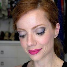 Make azul e rosa da Julia Petit c/ o batom MAC Flat Out Fabulous