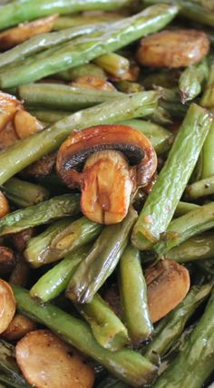 Balsamic Mushrooms and Green Beans Roasted Balsamic Mushrooms and Green Beans, super healthy and super fabulous.Roasted Balsamic Mushrooms and Green Beans, super healthy and super fabulous. Side Dish Recipes, Vegetable Recipes, Chicken Recipes, Vegetarian Recipes, Cooking Recipes, Healthy Recipes, Beans Recipes, Vegetarian Grilling, Healthy Grilling
