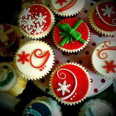 Christmas Cupcakes by Cakesbylyndsey.co.uk