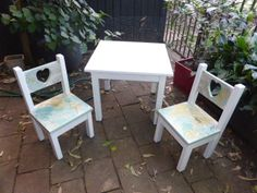 Painting Pine Furniture White   Love Heart Play Table And Chair Set.  Refurbished Pine Furniture