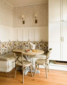 15 Charming Kitchen Nooks - Sugar and Charm - sweet recipes - entertaining tips - lifestyle inspiration