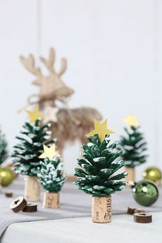 Weihnachtsbasteln: Drei Bastelideen Crafting for Christmas, tinker Advent, crafts with children, Chr Cork Christmas Trees, Christmas Tree Crafts, Kids Christmas, Christmas Wreaths, Christmas Decorations, Table Decorations, Kindergarten Christmas Crafts, Childrens Christmas Crafts, Origami Christmas