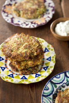 Squash and Zucchini Cakes - Paula Deen Squash Patties, Zucchini Patties, Zucchini Cake, Zucchini Squash, Zucchini Chips, Butternut Squash, Side Dish Recipes, Vegetable Recipes, Squash Cakes