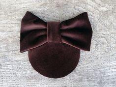 Lulu - Dunkelbraunes Headpiece aus hochwertigen Baumwollsamt mit schöner Schleife aus dem gleichen Material. Perfekter Kopfverdreher, für ein Date, den