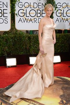 Anna Gunn wearing #pink #champagne Donna Karan Atelier gown accompanied with Lorraine Schwartz jewels, and Edie Parker clutch – Golden Globe Awards #2014