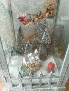 Kerstman van intratuin met visdraad vastgemaakt