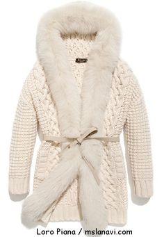 Вязаное женское пальто спицами от Loro Piana перед