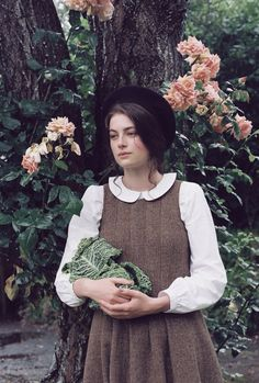 Cabbages & Roses is a vintage inspired British brand, creating beautiful yet functional Fashion, Accessories, Homeware & Fabric. Millie Brady, Vintage Beauty, Vintage Fashion, Outfits Otoño, Looks Vintage, Country Girls, Retro, Flower Girl Dresses, Feminine