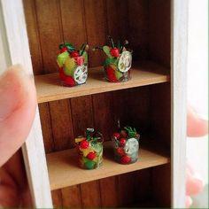 フルーツポンチがやっと4つ出来ました。 スピードが遅すぎる(笑)  #ミニチュア#樹脂粘土#ハンドメイド#フルーツポンチ#ミニチュアフード#miniature#clay#handmade#miniaturefood#fruitpunch#foodpics#yummy#kawaii#instafood#foodphotgraphy