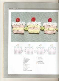 Crocheted Cupcake Garland / Bunting - free crochet pattern