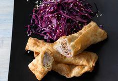 Rotkraut-Sesam-Salat mit Frühlingsrollen