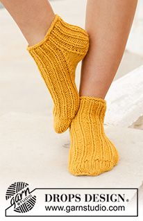 Sun spun socks / DROPS - free knitting patterns by DROPS design Knitted socks in DROPS Nepal. The piece is worked from top to bottom with a rib pattern and stockin Crochet Socks, Knitted Slippers, Knitting Socks, Knit Crochet, Knit Socks, Knitting Patterns Free, Knit Patterns, Free Knitting, Free Pattern