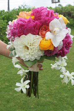Notes from a Maui Wedding at the Sugarman Estate in Makena Summer Flowers, Love Flowers, Wedding Flowers, Crepe Paper Flowers Tutorial, Good Morning Greetings, Maui Weddings, Good Morning Images, Beautiful Roses, Beautiful Bouquets