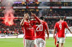 Benfica vence por 2-1 e aumenta para cinco os pontos de vantagem sobre os leões, ultrapassados pelo FC Porto na vice-liderança