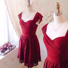 Morna 8 nouveautés ! Disponible au / Available on www.1861.ca Découvrez notre boutique soeur @lpgarconne / Discover our sister boutique Si un item vous plaît cliquez sur le lien dans le profil / If you love an item click the link in the profile #boutique1861 #valentinesday #datenight #reddress #partydress #mtl #mtlmoments #ootdcanada #burgundydress