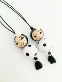 Diy Crafts Hacks, Cute Crafts, Crafts For Kids, Wooden Ornaments, Wooden Beads, Catholic Crafts, Clothespin Dolls, Kids Jewelry, Wooden Dolls