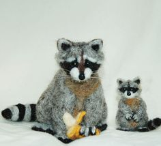 needle felted raccoons.jpg 500×455 pixels
