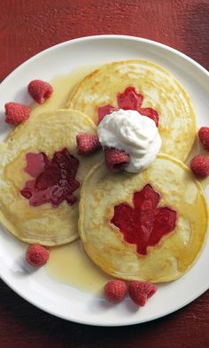50 Red and White Desserts to Celebrate Canada Day Canadian Dishes, Canadian Cuisine, Canadian Food, Canadian Recipes, Canadian Pancakes, Crispy Treats Recipe, White Desserts, Butter Tarts, Food Network Canada
