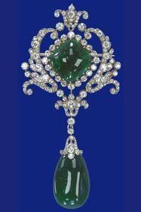 Emerad brooch part of the Delhi Durbar Stomacher that belongs to English Royal family.