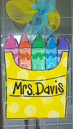 Teacher Christmas Gifts, Teacher Gifts, Kindergarten Door, Back To School Gifts For Teachers, Teacher Gift Baskets, Wood Wreath, School Doors, Vinyl Gifts, Kids Gifts
