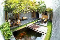 50 fish pond garden ideas for beautiful backyard 31 Courtyard Design, Pond Design, Courtyard House, Garden Design, Modern Tropical House, Tropical Houses, Fish Pond Gardens, Interior Garden, Ponds Backyard