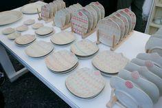 そもそも陶器市って何? 読んで字の如く、陶磁器を販売するイベントのことです!全国各地で開催されている陶器市(陶器まつり)はそれぞれの地域の特徴を持った陶磁器が数多く販売されています。町ぐるみで開催するため個展などと比べる...