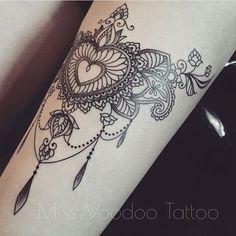 Tattoo by @missvoodooo Equilattera tattoos