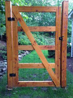 Deer Fence, Farm Fence, Garden Yard Ideas, Garden Projects, Building A Fence Gate, Diy Gate, Wood Gates, Fenced Vegetable Garden, Backyard Greenhouse