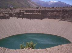 Pozo de las Ánimas,Malargue, Mendoza, Argentina Mendoza, Beautiful Landscapes, South America, Places To Go, Trips, The Incredibles, River, Explore, Country