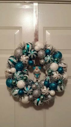 Adorable Frozen-inspired wreath with Olaf & peppermints! Two of my favorite things.