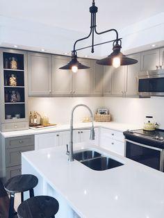 modern farmhouse kitchen with quartz countertops